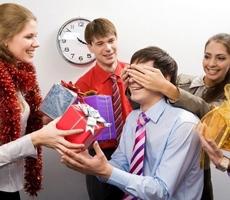 Лучшие идеи и советы для тех, кто не знает, что подарить коллеге на день рождения