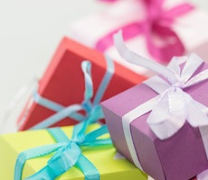 Что подарить маме на юбилей?  Идеи и советы