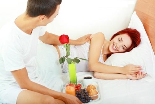 завтрак жене в постель