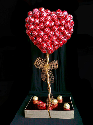 топиарий валентинка из конфет