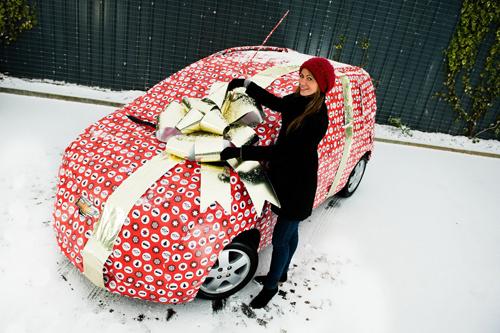 автомобиль в подарок жене