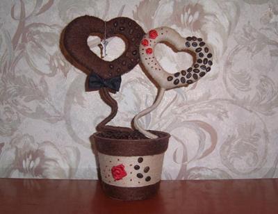валентинка из нитей и кофейных зерен