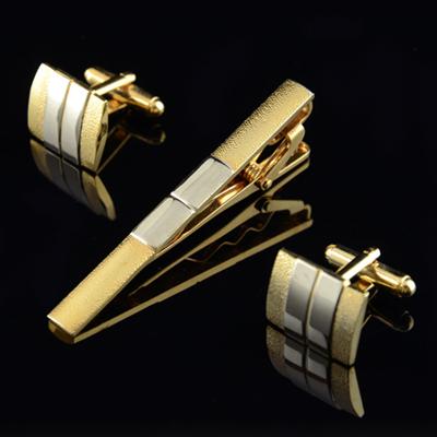 золотые запонки и зажим для галстука