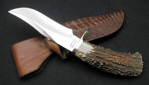 нож для охоты с деревянной ручкой
