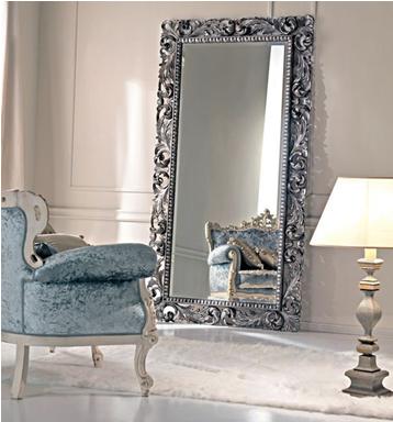 домашнее зеркало на полу