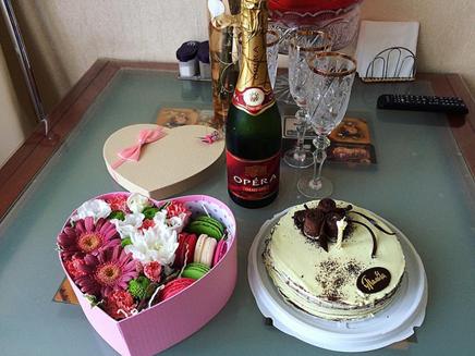 торт шампанское и валентинки