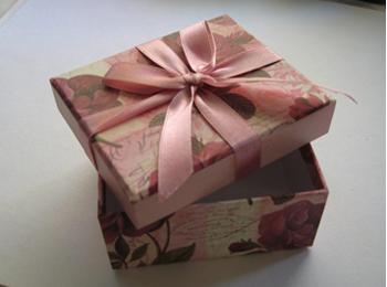 отдекорированая коробочка
