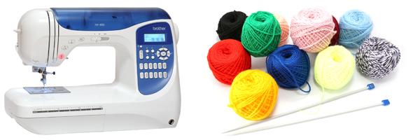 швейная машинка и клубок ниток со спицами