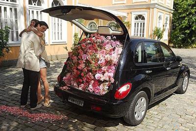 полный багажник цветов
