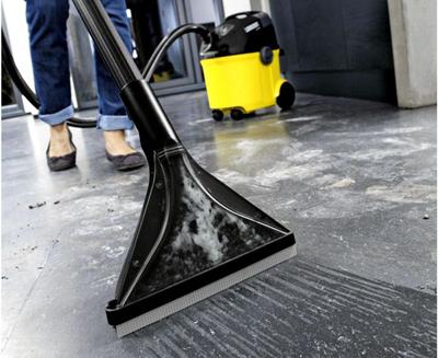 уборка пола моющим пылесосом