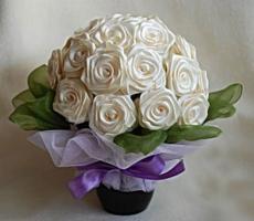 Что можно подарить на атласную свадьбу мужу и жене