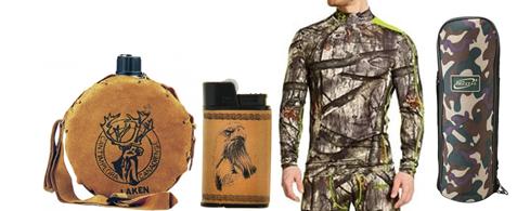 спальный мешок, одежда и фляга для охотника