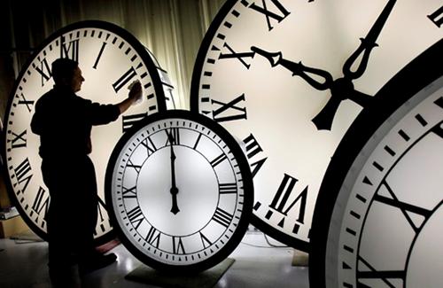 огромные часы