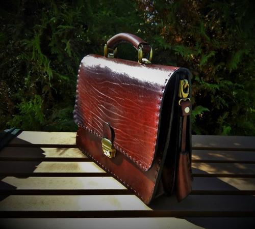 кожаный коричневый портфель