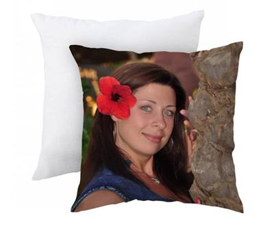 подушка с фотографией девушки